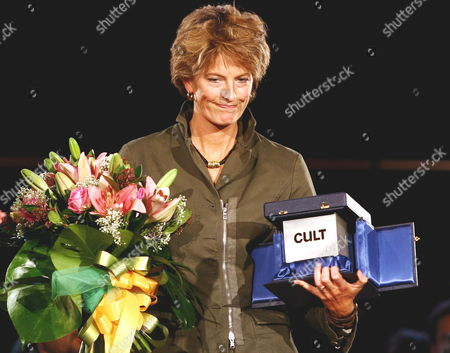British Film Director Louise Osmond Poses For Photographers Showing Her 'Cult ' Award For Documentary 'Deep Water' at the First Edition of Rome International Film Festival at Auditorium 'Parco Della Musica' in Rome Italy Saturday 21october 2006 Italy Rome