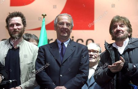 Candidate of Democratic Party Valter Veltroni (c) Stands on the Stand Amidst Singer Songrwriter Lorenzo 'Jovanotti' Cheubini (l) and Actor Gigi Proietti During the Final Rally of His Electoral Campaign in Rome's Central Piazza Del Popolo on 11 April 2008 in View of Upcoming General Elections in Italy of 12 and 13 April Both Italian and Foreign Several Vips Officially Declared to Support Veltroni: Jovanotti Proietti Us Actor George Cooney Oscar Academy Award-winning Italian Film and Television Actor and Director Roberto Benigni Worldwide Wellknown Dance Etoile Carla Fracci Italian International Soccer Player and Captain of As Roma Francesco Totti Singer Fiorella Mannoia Movie Directors Francesco Rosi Francesca Archibugi and Paolo Virzi' Actors Laura Morante Alessandro Haber Isabella Ferrari Remo Girone Adriano Giannini Massimo Ghini and Sabrina Ferilli the Doyen of Italian Tv Presenters Pippo Baudo and Tv Presenter Serena Dandini Epa/claudio Peri Italy Rome