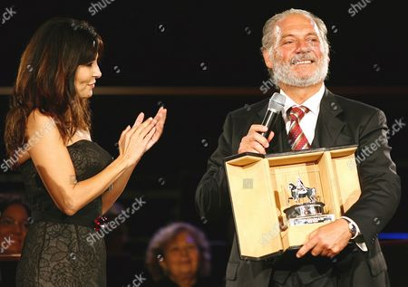 Italian Actor Giorgio Colangeli (r) is Commended by Italian Actress Sabrina Ferilli As He Pose with the Award He Won Saturday 21 October 2006 For His Interpretation in the Film 'L'aria Salata' Directed by Alessandro Angelini in the First Edition of International Film Festival in Rome at Auditorium Parco Della Musica Italy Rome