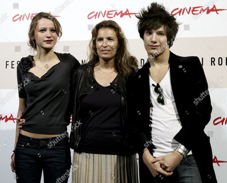 The Film Director Lisa Azuelos (c) Christa Theret (l) Jeremy Kapone (r) During the Photo Call of the Film 'Lol' at the 3rd International Film Festival in Rome Italy 27 October 2008 Italy Rome