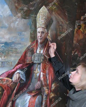 Stock Image of Russian Painter Natalia Tsarkova Makes the Last Additional Touches to the Portrait of Pope Benedict Xvi Rome 15 April 2007 the Painting was Ordered by the Vatican Due the Pope's Birthday on 16 April 2007 Italy Rome