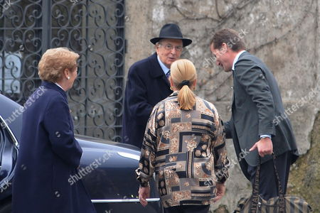 Italian President Giorgio Napolitano (2 L) and His Wife Clio Bittoni (l) Are Welcomed by Virginia Attanasio (c) and Her Son Vito (r) Owner of the Hotel in the Southern Sea Resort Positano in the Province of Salerno Italy where They Wil Spend Easter Holidays Italy Positano