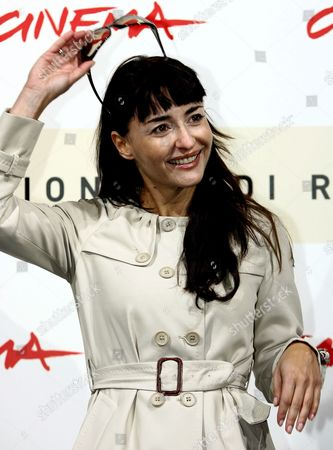 The Italian Actress Mia Benedetta Poses During a Photocall Before the Press Conference of the Film 'L' Uomo Privato' ('the Private Man') by Italian Director Emidio Greco in Rome Italy 24 October 2007 the Film is Presented on the Same Day in Competition During the 2nd Edition of the Rome Film Fest in Rome the Film is About a Charming Socially and Professionally Well-known University Professor in His 40s is Sought After by Numerous Women of Whom He is Somewhat Wary a Fierce Individualist He Places a Barrier Between Himself and Reality and Does not Hesitate to Repress His Own Feelings and Sacrifice Those of Others Even Ending His Relationship with Silvia For No Logical Reason However Destiny Overturns the Rules Safeguarding His Private Life: the Only Note Found in the Pocket of a Young Male Student in Turin who Committed Suicide Contains the Professor's Phone Number and Address Reality Held So Long at Bay Invades His Private Life Turning It Inside out Italy Roma