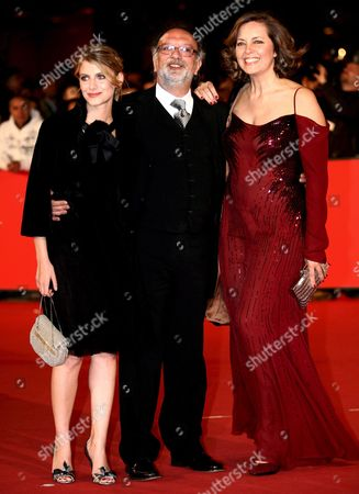 Italian Director Alessandro Capone (c) French Actress Melanie Laurent (l) and Italian Born Actress Greta Scacchi Pose For a Photo on the Red Carpet Prior to the Screening of Capone's Film 'L'amour Cache' at the Rome Film Festival in Rome Italy 20 October 2007 the Festival Runs Until 27 October 2007 Italy Rome