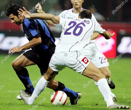 Inter Milan's Portuguese Luis Figo (l) Fights For the Ball with Fiorentina's Giuseppe Pancaro During Their Serie a Soccer Match in Milan Sunday 25 September 2005 Inter Won 1-0 Italy Milan