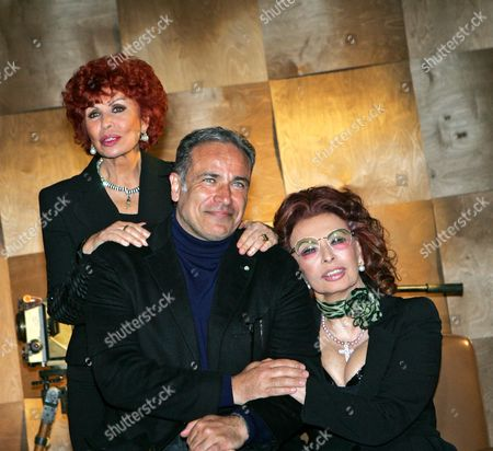 Italian Actress/cast Member Sophia Loren (r) Poses with Her Sister Maria Scicolone (l) and Italian Actor/cast Member Enzo De Caro (c) During a Photocall For the Television Mini-series 'La Mia Casa E Piena Di Specchi' (my House is Full of Mirrors) in Rome Italy 10 March 2010 Loren Plays Her Own Mother Romilda Villani in the Tv Mini-series by Italian Director Vittorio Sindoni Based on the Book by Loren's Sister Maria Scicolone the Italian Television Channel Rai Uno Mini-series Will Be Broadcasted on 14 and 15 March Italy Rome