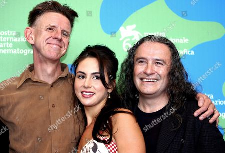 The English Director Alex Cox (l) Poses with the Actors Jaclyn Jonet and Del Zamore at the End of Press Conference of Presentation of 'Searches 2 0' a Alex Cox's Movie in Concourse For the Venice Film Festival in Venice Italy 31 August 2007 Italy Venice