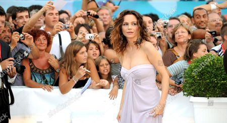 A Picture Made Available on 01 September 2008 Showing Italian Actress Francesca Neri on the Red Carpet Prior the Screening of the Film 'Il Papa Di Giovanna' ('giovanna's Father') Running in Competition at the 65th International Film Festival of Venice 31 August 2008 in Venice Italy the Festival is Scheduled For 27 August to 06 September 2008 Italy Venice
