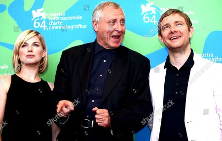 The British Director Peter Greenaway (c) and Actors Martin Freeman (r) and Eva Birthistle (l) Pose After the Press Conference of the Presentation of the Movie 'Nightwatching' This Evening in Competition of the Venice Film Festival in Venice Italy 06 September 2007 Italy Venice