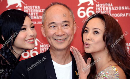 Chinese Director Yonfan (c) Poses For Photographers with Actresses/cast Members Xuan Zhu (l) and Terri Kwan at a Photocall For Their Film 'Lei Wangzi (prince of Tears)' During the 66th Venice Film Festival in Venice Italy 04 September 2009 the Movie is Presented in Competition at the Festival Running From 02 to 12 September Italy Venice
