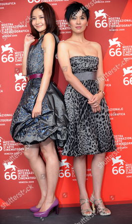 Actresses/cast Members Han Yuqin (l) and Michelle Ye Pose For Photographers During the Photocall For the Film 'Yi Ngoy (accident)' by Chinese Movie Director Soi Cheang During the 66th Venice Film Festival in Venice Italy 05 September 2009 'Yi Ngoy (accident)' is Presented in Competition at the Festival Running Until 12 September Italy Venice