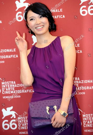 Actress/cast Member Huang Lu Poses For Photographers During a Photocall For 'Ahasin Wetei (between Two Worlds)' During the 66th Venice Film Festival in Venice Italy 07 September 2009 the Movie by Sri Lankan Director Vimukthi Jayasundara is Presented in Competition at the Festival Running From 02 to 12 September Italy Venice