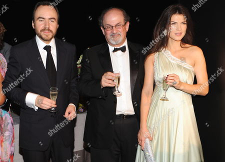 Romanian Actress/cast Member Monica Birladeanu (r) Poses with British-indian Writer Salman Rushdie (c) and Director Bobby Paunescu (l) at the Premiere of 'Francesca' During the 66th Venice Film Festival in Venice Italy 03 September 2009 the Movie by Director Paunescu is Presented in the Orizzonti Section of the Festival Running From 02 to 12 September Italy Venice