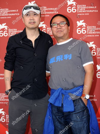 Chinese Directors Cui Jian (l) and Fruit Chan (r) Pose During the Photocall For the Film 'Chengdu Wo Ai Ni' (chengdu i Love You) During the 66th Venice Film Festival in Venice Italy 12 September 2009 the Movie is Presented out of the Competition During the Closing Ceremony of the Festival Italy Venice
