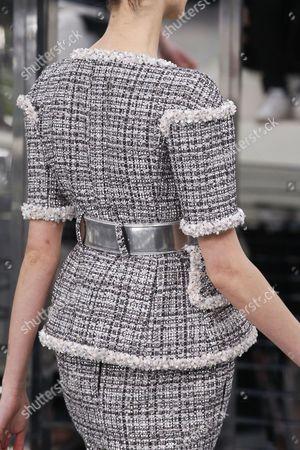 Amanda Googe on the catwalk, detail
