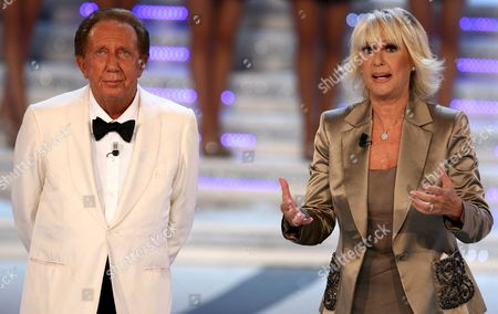 Presenters Mike Bongiorno (l) - the Doyen Senior of Italian Television Presenters - and Loretta Goggi on the Stage During the Final Evening of Miss Italy 2007 Beauty Contest in Salsomaggiore Italy 24 September 2007 Italy Salsomaggiore
