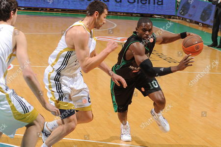 Siena's Romain Sato (r) Dribbles Past Madrid's Marko Jaric (l) During Their Euroleague Basketball Match Montepaschi Siena-real Madrid- Siena Italy 11 February 2010 Italy Siena