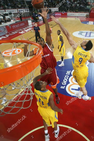 Lottomatica's Andre Hutson (c) Goes to the Basket As Maccabi Players Yaniv Green (r) and Alan Anderson Defend During the Euroleague Basketball Game Lottomatica Rome Vs Maccabi Tel Aviv in Rome Italy on 12 November 2009 Italy Rome