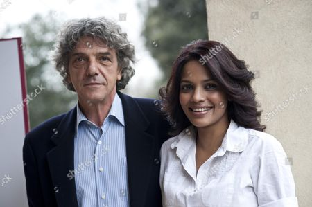 Indian Actress and Cast Member Priyanka Bose (r) and Italian Director Italo Spinelli Pose During the Photocall of the Presentation of the Film Gangor in Rome Italy 04 March 2011 Italy Roma