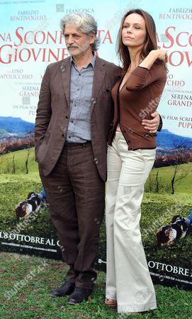 Italian Actors Fabrizio Bentivoglio (l) and Francesca Neri (r) Pose During a Photocall For the Movie 'Una Sconfinata Giovinezza' in Rome Italy 04 October 2010 Italy Rome