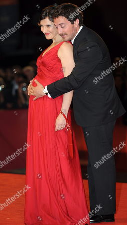 Chilean Cast Director Pablo Larrain (r) with His Wife Actress Antonia Zegers Pose During the Premiere For the Movie 'Post Mortem' at the 67th Annual Venice Film Festival in Venice Italy 05 September 2010 the Movie is Presented in the International Competition 'Venezia 67' at the Festival Running From 01 to 11 September 2010 Italy Venice