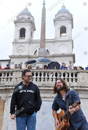 Actors Russell Crowe (l) of Australia and Alan Doyle of Canada Perform on the Spanish Steps in Rome Italy 15 May 2010 the Cast Members of the Movie 'Robin Hood' by British Director Ridley Scott Held an Impromptu Performance on the Spanish Steps Italy Rome