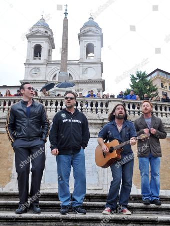 Stock Image of Actors Kevin Durand (l-r) of Canada Russell Crowe of Australia Alan Doyle of Canada and Scott Grimes of the Us Perform on the Spanish Steps in Rome Italy 15 May 2010 the Cast Members of the Movie 'Robin Hood' by British Director Ridley Scott Held an Impromptu Performance on the Spanish Steps Italy Rome