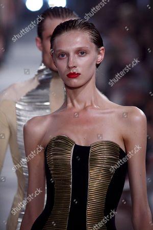 Belarusian Model Olga Sherer Wears a Proposal by British Designer Alexander Mcqueen During the Spring-summer 2009 Men Fashion Show in Milan Late 22 June 2008 Italy Milan