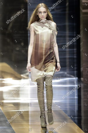 Ukrainian Model Snejana Onopka Presents a Creation by Gucci During the Milan Fashion Week Fall-winter 2010/11 in Milan Italy 27 February 2010 the Milano Moda Donna Runs Until 02 March Italy Milan