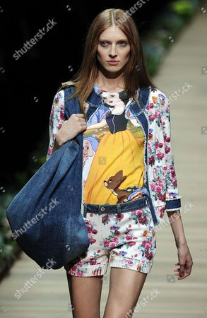 Belarussian Model Olga Sherer Presents a Creation by Dolce & Gabbana Collection During the Milan Fashion Week Spring/summer 2011 in Milan Italy 23 September 2010 the Milano Moda Donna Fashion Week Runs From 22 to 28 September Italy Milan