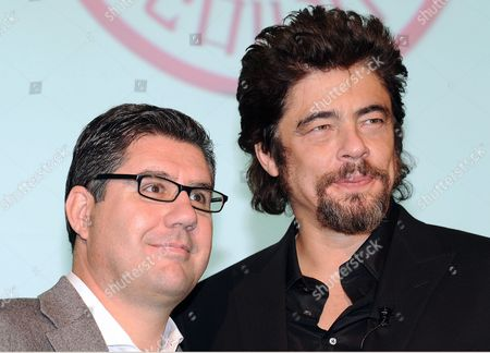 Puerto Rican Actor Benicio Del Toro (r) and Campari Ceo Bob Kunze-concewitz (l) Attend the Unveiling of the Campari Calendar 2011 Entitled the Red Affair in Milan Italy 21 October 2010 the Calendar was Shot by Swiss Photographer Michel Comte Italy Milan