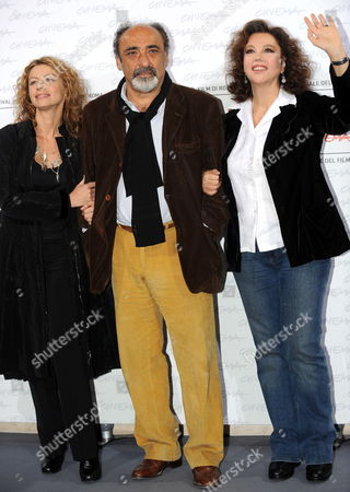 Italian Director and Actress Stefania Sandrelli (r) Poses with Her Daughter Actress Amanda Sandrelli (l) and Italian Actor Alessandro Haber (c) During a Photocall For Their Film 'Christine Cristina' at the Rome International Film Festival 19 October 2009 in Rome Italy the Movie is Presented out of Competion at the Festival Running From 15 to 23 October Italy Rome