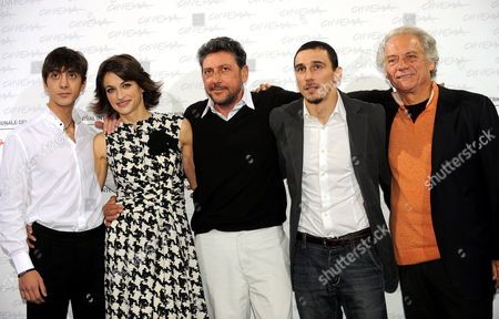 Italian Director Alessandro Angelini (2-r) Attends with Cast Members (l-r) Gabriele Campanelli Anita Kravos Sergio Castellitto and Giorgio Colangeli a Photocall For the Movie 'Alza La Testa' During the 4th Annual Rome Film Festival in Rome Italy 18 October 2009 the Movie by Alessandro Angelini is Presented in the Official Competition of the Festival Running From 15 to 23 October Italy Rome