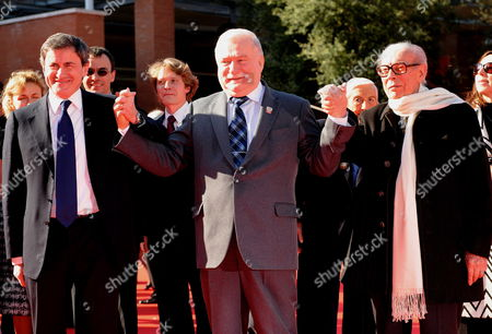 Polish Politician and a Former Trade Union and Human Rights Activist Lech Walesa (c) is Flanked by Rome's Mayor Gianni Alemanno (l) and Festival President Gian Luigi Rondi on the Red Carpet As They Arrive at the Screening of the Film 'Popieluszko' by Rafal Wieczynski Presented As a Special Event at the 4th Rome International Film Festival Italy on 19 October 2009 the Festival Will Run 23 October Italy Rome
