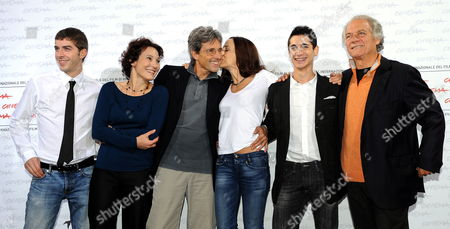 Italian Actress Valentina Carneluti (3-r) Kisses Italian Director Alessandro Di Robilant (3-l) While Posing with Actors/cast Members (l-r) Michele Riondino Anna Ferruzzo Giulio Beranek and Giorgio Colangeli During a Photocall For Their Film 'Marpiccolo' at the Rome International Film Festival 20 October 2009 the Movie Presented in Competition in the 'Alice Nella Citta' Section of the Festival Running From 15 to 23 October Italy Rome