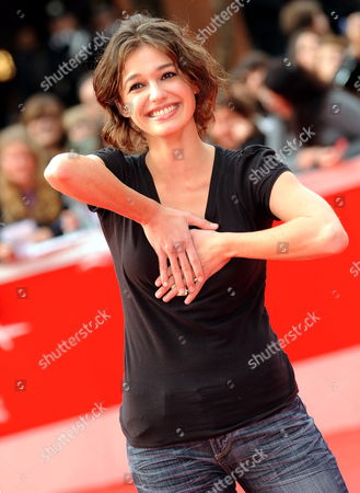 Stock Image of Romanian Actress Ana Caterina Morariu Poses on the Red Carpet As She Arrives at the Screening of the Film 'The Twilight Saga: New Moon' by Us Movie Director Chris Weitz Presented out of Competition at the 4th Rome International Film Festival Italy on 22 October 2009 Italy Rome