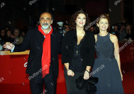 Italian Actress and Movie Director Stefania Sandrelli (c) Her Daughter and Actress Amanda Sandrelli (r) and Compatriot Actor Alessandro Haber Pose on the Red Carpet As They Arrive at the Screening of Her Film 'Christine' Presented out of Competition at the 4th Rome International Film Festival Italy on 19 October 2009 the Festival Will Run 23 October Italy Rome