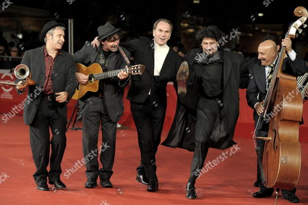 A Picture Dated 18 October 2009 Shows Romanian Director Radu Mihaileanu (2-r) and Actor Aleksei Guskov (c) Posing with Musicians on the Red Carpet Prior to the Premiere of Their Film 'Le Concert' at the Fourth Rome International Film Festival in Rome Italy the Movie is Presented out of Competition of the Festival Running From 15 to 23 October Italy Rome