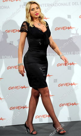 Italian Actress and Cast Member Valeria Marini Poses During the Photo Call For the Movie 'I Want to Be a Soldier' at the 5th Annual Rome Film Festival in Rome Italy 02 November 2010 the Movie by Spanish Director Christian Molina is Presented out Competition at the Festival That Runs From 28 October to 05 November Italy Rome