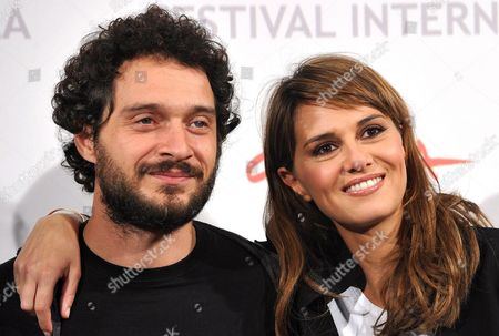 Italian Actors Claudio Santamaria (l) and Paola Cortellesi (r) Pose During a Photocall For the Movie 'Le Cose Che Restano' (longlasting Youth) at the 5th Annual Rome Film Festival in Rome Italy 04 November 2010 the Movie by Italian Director Gianluca Maria Tavarelli is Presented in the Special Events Section of the Festival That Runs From 28 October to 05 November Italy Rome