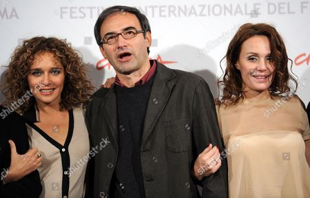Italian Actresses and Cast Members Antonella Ponziani (r) and Valeria Golino (l) Pose with Italian Director Valerio Jalongo (c) Poses During the Photocall For the Movie 'La Scuola E' Finita' at the 5th Annual Rome Film Festival in Rome Italy 29 October 2010 the Movie by Jalongo is Presented in the Official Competition of the Festival That Runs From 28 October to 05 November Italy Rome