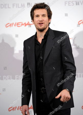 French Actor and Cast Member Guillaume Canet Poses During the Photocall For the Movie 'Last Night' at the 5th Annual Rome Film Festival in Rome Italy 28 October 2010 the Movie by Iranian-born Us Director and Writer Massy Tadjedin is Presented in the Official Competition of the Festival That Runs From 28 October to 05 November Italy Rome