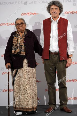 Italian Director Italo Spinelli (r) with Indian Writer Mahasweta Devi Pose During the Photocall For the Movie 'Gangor ' at the 5th Annual Rome Film Festival in Rome Italy 31 October 2010 the Movie is Presented in Official Competition the Festival That Runs From 28 October to 05 November Italy Rome