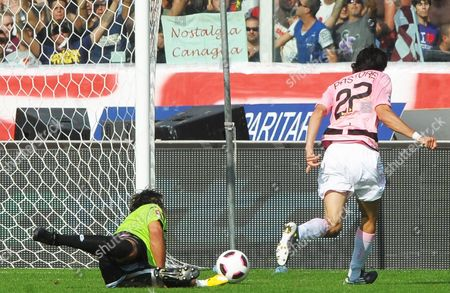 Argentinian Midfielder Javier Mattias Pastore (r) of Us Palermo Scores the 2-0 Lead Against Fiorentina Goalkeeper Sebastien Frey (l) During Their Italian Serie a Soccer Match at Artemio Franchi Stadium in Florence Italy 03 October 2010 Palermo Won 2-1 Italy Florence
