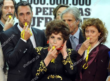 Italian Actor Raul Bova (l) Italian Actress Gina Lollobrigida (c) and Us Actress Susan Sarandon (r) Blow Whistles During the Celebrations of World Food Day at the Fao Headquarter in Rome Italy 15 October 2010 Un's Food and Agriculture Office (fao) Appointed on 15 October 2010 Italian Actor Raoul Bova Canadian Singer Celine Dion Filipino Singer Lea Salonga and Us Actress Susan Sarandon As Goodwill Ambassadors to Help in the Global Fight Against Hunger Italy Rome