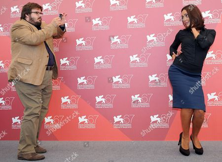Italian Actors Giuseppe Battiston (l) and Ambra Angiolini (r) Pose During the Photocall For the Movie 'Notizie Degli Scavi' at the 67th Annual Film Festival in Venice Italy 09 September 2010 the Movie by Italian Director Emidio Greco is Presented out of Competition at the Festival Running From 01 to 11 September 2010 Italy Venice