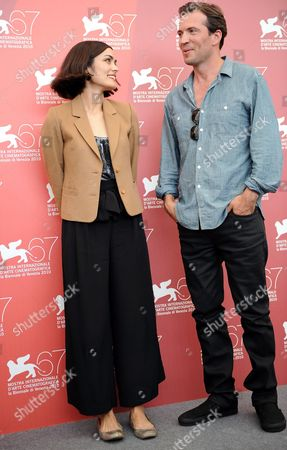 Us Actress Shannyn Sossamon (l) and Canadian Actor Tygh Runyan (r) Pose During the Photocall For the Movie 'Road to Nowhere' at the 67th Annual Venice Film Festival in Venice Italy 10 September 2010 the Movie by Us Director Monte Hellman is Presented in the International Competition 'Venezia 67' at the Festival Running From 01 to 11 September 2010 Italy Venice