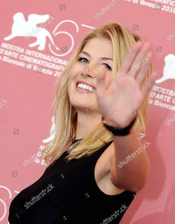 British Actress Rosamund Pike Poses During the Photocall For the Movie 'Barney's Version' at the 67th Annual Venice Film Festival in Venice Italy 10 September 2010 the Movie by Canadian Director Richard J Lewis is Presented in the International Competition 'Venezia 67' at the Festival Running From 01 to 11 September Italy Venice