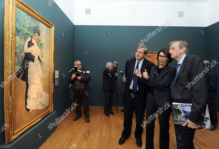 The Exhibition's Curator Sylive Patry (2-r) Comments to French Ambassador to Italy Alain Le Roy (r) and Turin Mayor Piero Fassino (3-r) on the Painting 'Dance in the City' by French Impressionist Painter Pierre-auguste Renoir Exhibited at Galleria D'arte Moderna (modern Art Gallerty Gam) in Turin Italy 22 October 2013 the Artwork Forms Part of the Exhibition 'Renoir From the Collections of the Musee D'orsay and of the Musee De L'orangerie ' Which Runs From 23 October 2013 to 23 February 2014 Italy Turin