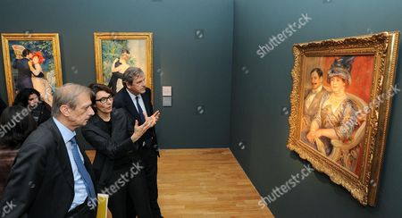 The Exhibition's Curator Sylive Patry (2-l) Comments to French Ambassador to Italy Alain Le Roy (l) and Turin Mayor Piero Fassino (r) on an Unidentified Painting Exhibited at Galleria D'arte Moderna (modern Art Gallerty Gam) in Turin Italy 22 October 2013 the Artwork Forms Part of the Exhibition on French Impressionist Painter Pierre-auguste Renoir Entitled 'Renoir From the Collections of the Musee D'orsay and of the Musee De L'orangerie ' Which Runs From 23 October 2013 to 23 February 2014 Italy Turin